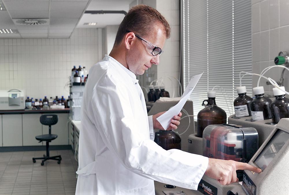 cordenpharma-scientist-researching-peptide-development