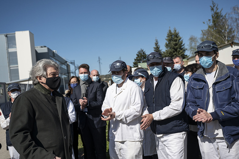 CordenPharma Chenôve workers applause as EU Commissioner Thierry Breton speaks
