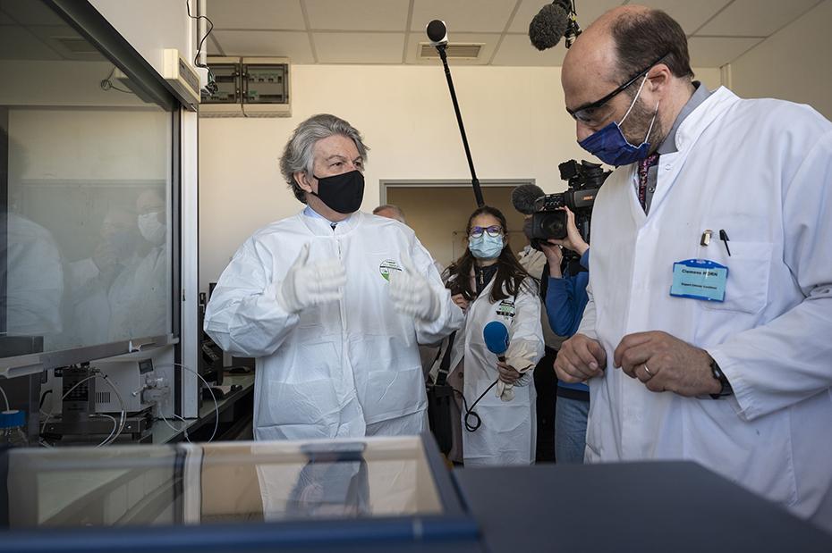 The European Commissioner Thierry Breton visiting CordenPharma Chenôve facility.
